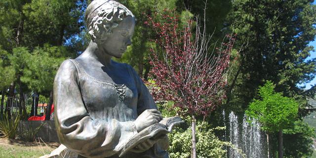 Isabella Morra - Statua a Valsinni