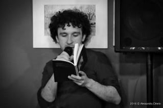Marco Balzano durante una cena letteraria