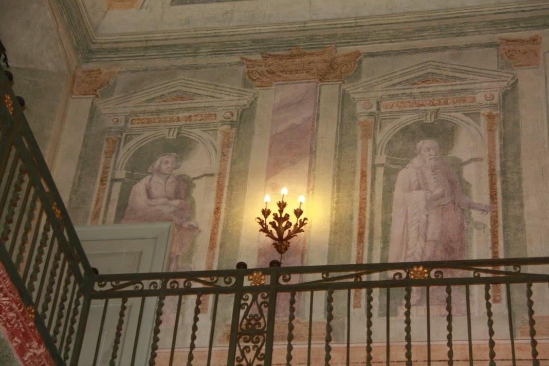 Affreschi alle pareti del salone centrale di villa for Pareti salone