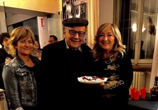 Elisabetta Motta, Giampiero Neri, Antonetta Carrabs durante i festeggiamenti per i novant'anni di Giampiero Neri