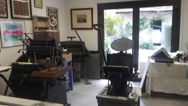 L'atelier di Josef Weiss in Mendrisio. Sono presenti il Torchio Boston e la pedalina di fine Ottocento