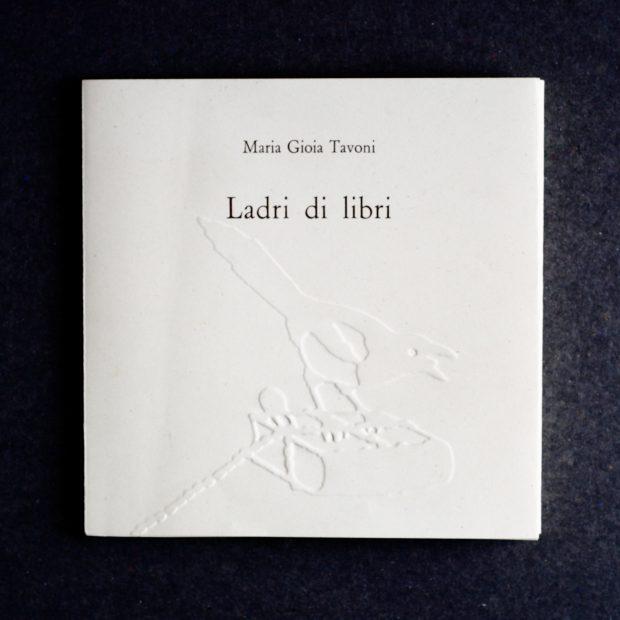 """Copertina del libro di Maria Gioia Tavoni """"Ladri di libri"""" (Società bibliografica toscana,2016)"""